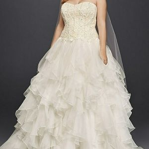Oleg Cassini Organza Ivory Ball Gown Size 8